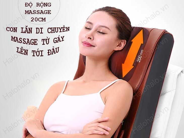 Con lăn massage di chuyển từ gáy lên đầu