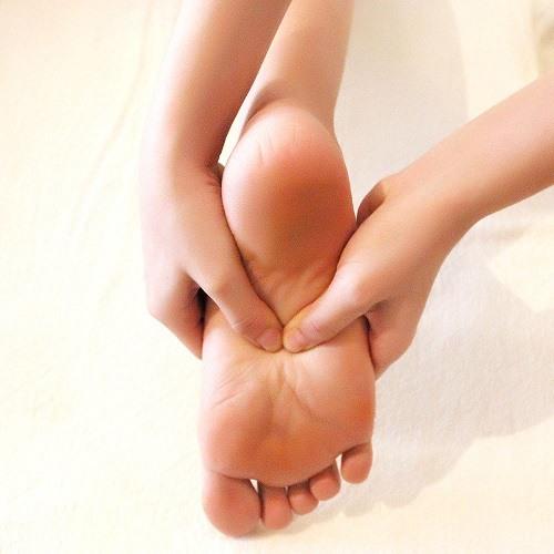 Massage chân lưng, vai gáy kết hợp kéo dãn