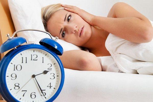Chọn ghế matxa loại nào trị liệu bệnh mất ngủ tốt?