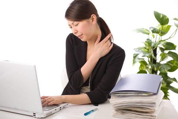 bị nhức mỏi massage nhẹ nhàng khoảng 10-20 phút