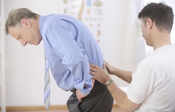 Độ tuổi người mắc chứng đau lưng ngày một giảm