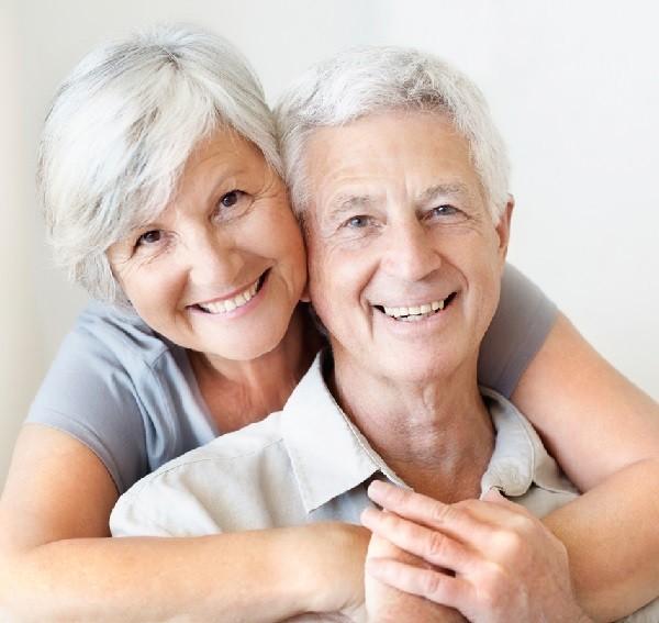 Giải pháp nào cắt cơn đau nhức mỏi cho người già hiệu quả