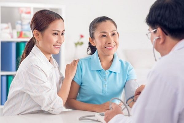 ghế massage hỗ trợ điều trị bệnh