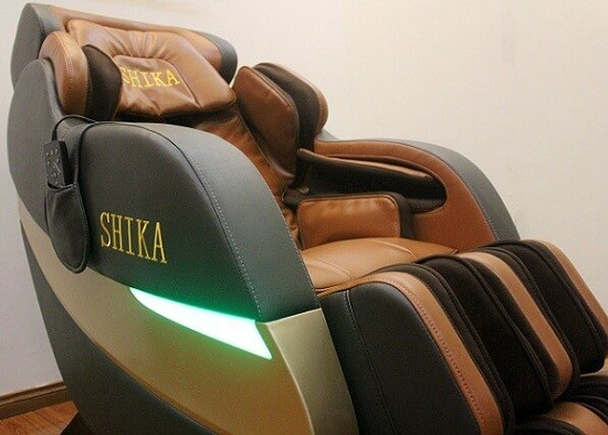 Ghế loa âm thanh và đèn LED đổi màu