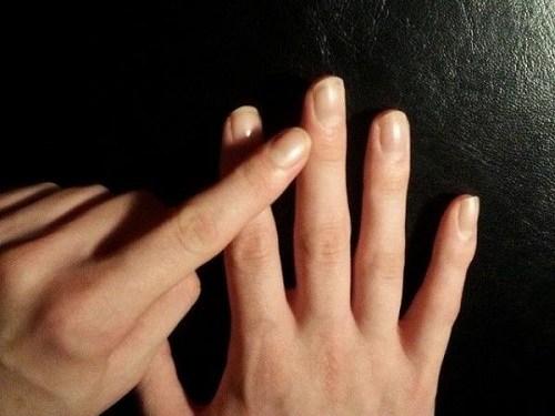 Ngón giữa chứa huyệt đạo quan trọng hơn các ngón khác