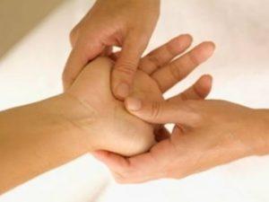 Bấm huyệt bàn tay chữa bệnh