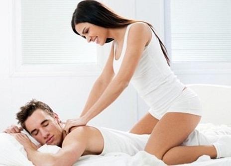 Cách massage thư giãn cho chồng