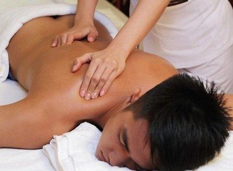 Thực hiện kỹ thuật massage toàn thân