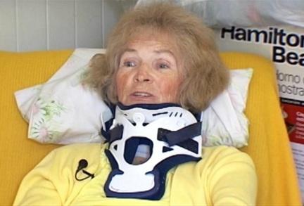Tai nạn gãy cổ làm đau nhức cổ