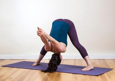 Tập yoga hoặc các bài thể dục nhẹ nhàng giảm đau lưng