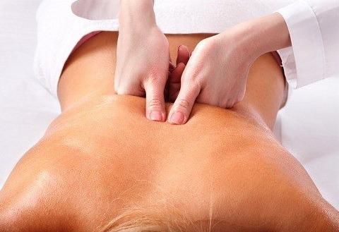 Day ấn các huyệt chữa đau lưng