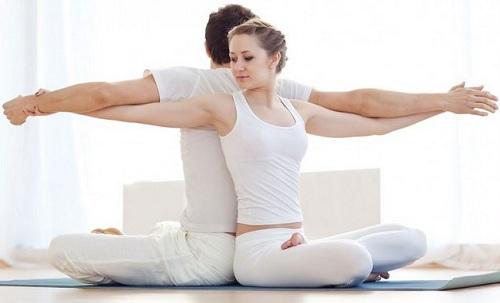 yoga cho nguoi thoai hoa dot song co